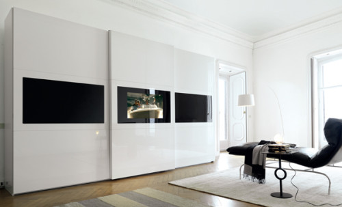 L'armadio con tv incorporata, una parete attrezzata per la camera da letto