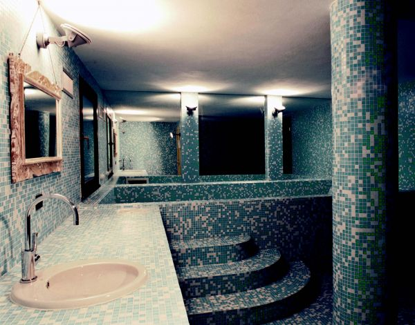 Arredo soggiorno dwg bagno moderno dwg specchiera for Grandi bagni padronali