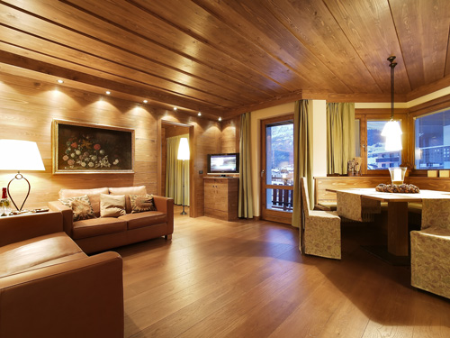 Da appartamento anni 39 70 a chalet di montagna rifare casa for Interni di case eleganti