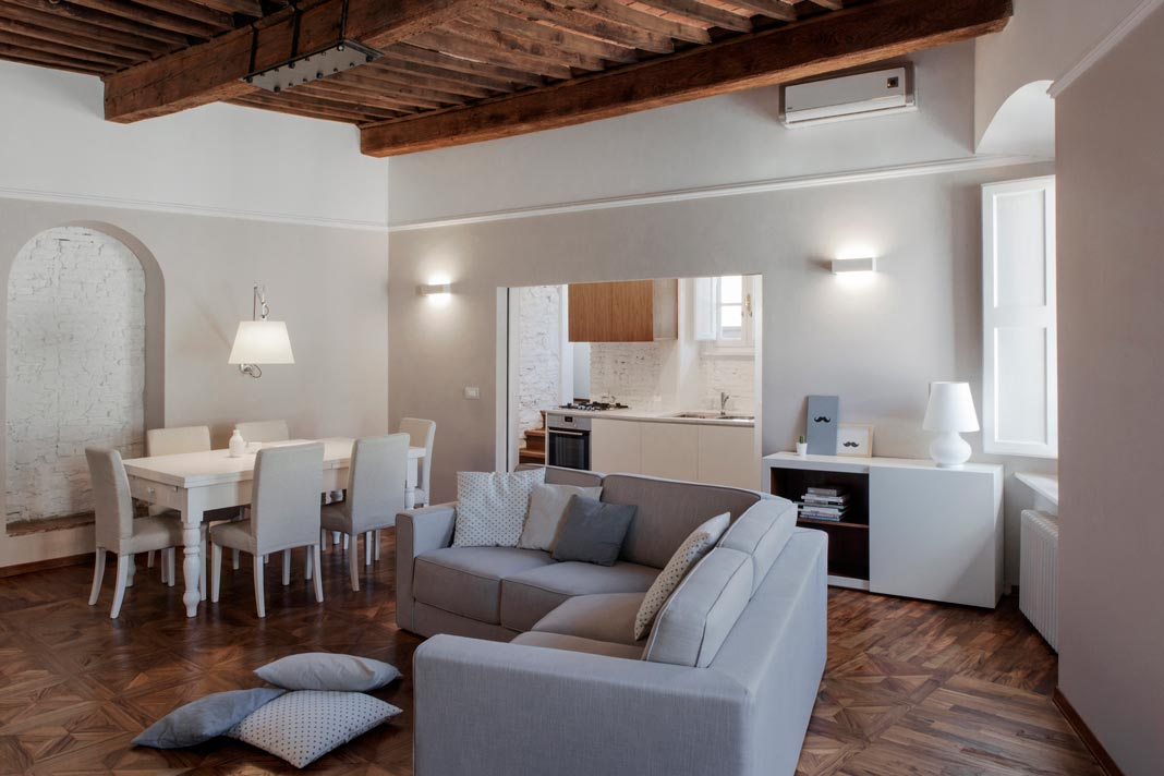 Studi vo ristrutturazione nel centro di lucca rifare casa for Case stile antico