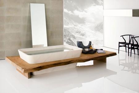 bagno moderno con vasca di legno kauri