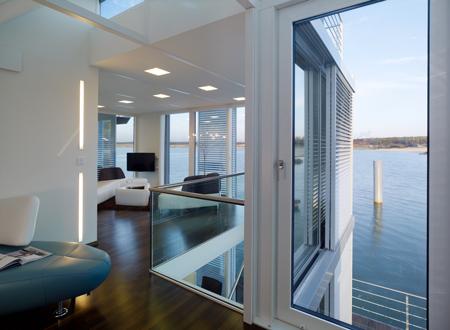 casa-elegante-sull-acqua