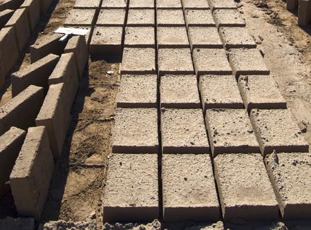 come si fanno i mattoni in terra cruda