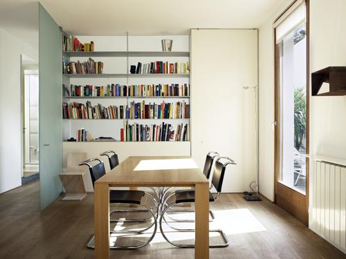 zona-pranzo-con-libreria