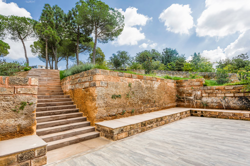 scalinata con pietra calcarea