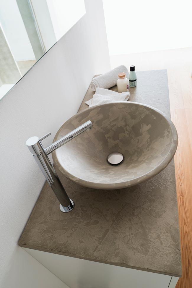 Microtopping rivestimento innovativo per il bagno rifare casa - Rifare il bagno da soli ...
