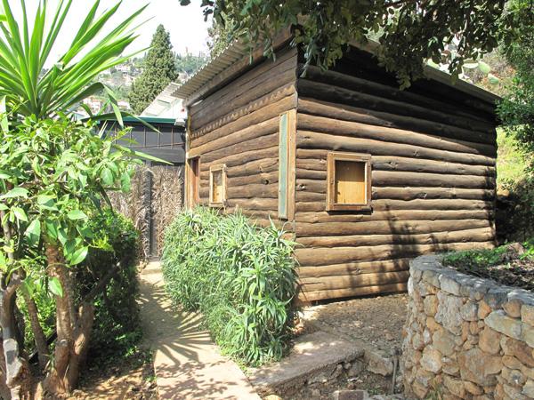 Cabanon in legno dal pioniere del cemento armato