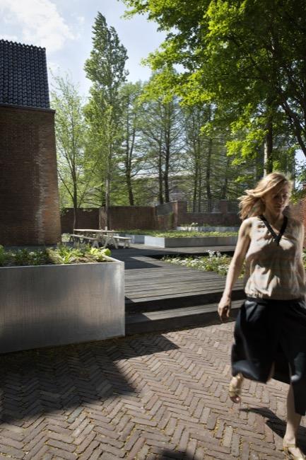 27. Arita House Amsterdam gardens by landscape designer Piet Oudolf_Photography Inga Powilleit