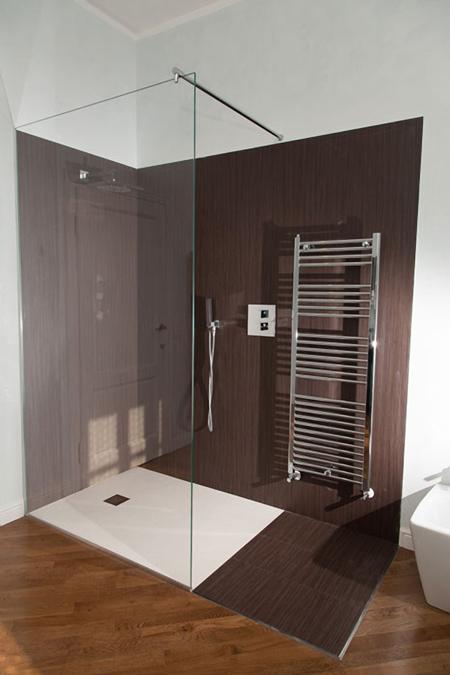 Box doccia mansarda idee creative di interni e mobili - Soluzioni doccia finestra ...