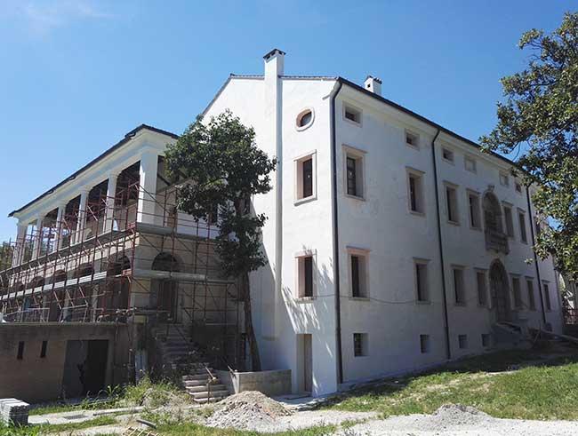 Ristrutturazione della copertura e recupero di villa borromeo a