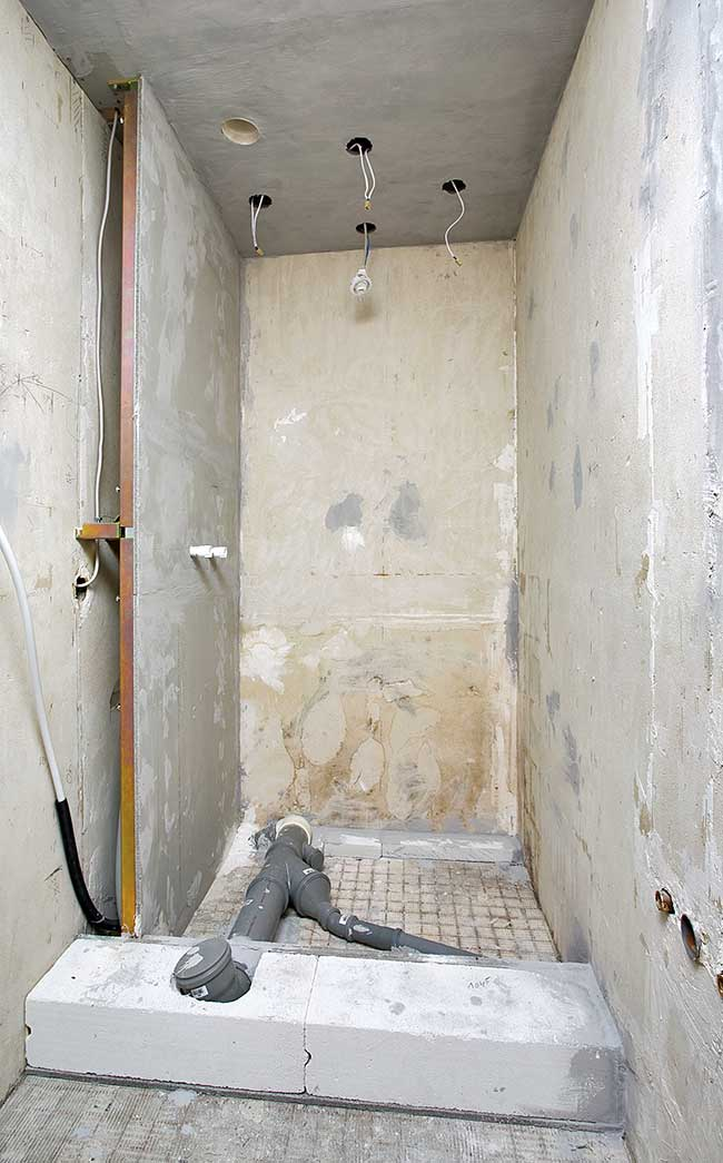 Bagno piccolissimo con doccia progettazione e idee - Doccia con tubi esterni ...