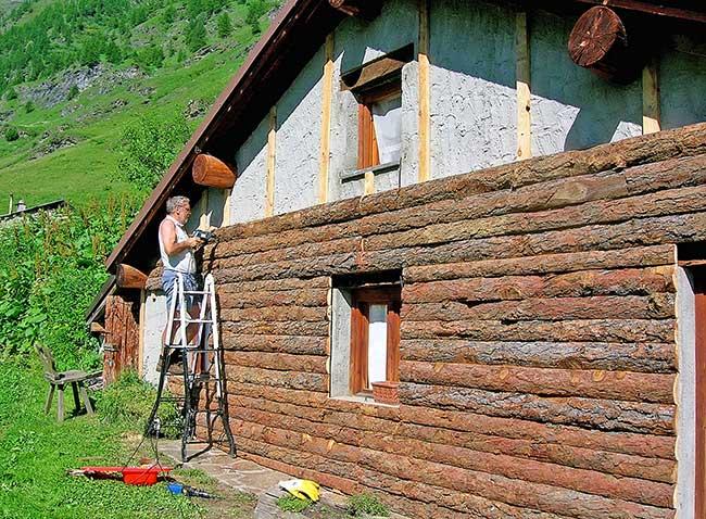 Ristrutturare baita in montagna come rivestirla con - Costruire casa in pietra ...