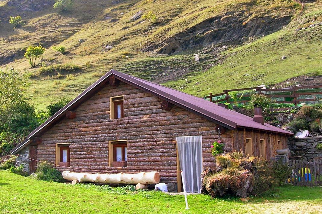 Ristrutturare baita in montagna come rivestirla con for Casa in stile baita