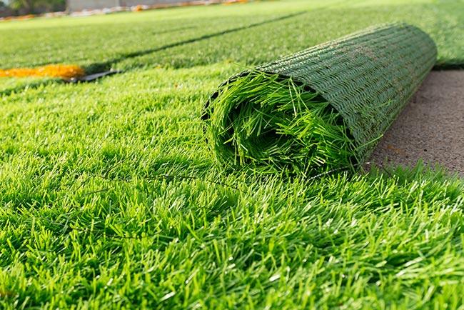 rotolo di erba finta