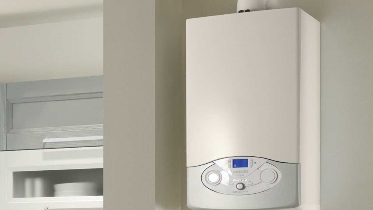 Caldaia A Condensazione Svantaggi boiler elettrico con accumulo o senza accumulo? oppure a gas?